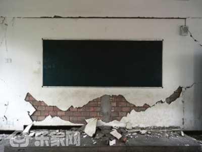 墙皮脱落修补妙招图片 遇到墙皮脱落怎么办